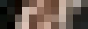 В сети появились фото Меган Маркл в халате на голое тело и задранной юбке