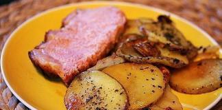 Свинина под зрелым  сыром с грушами – рецепт от шеф-повара