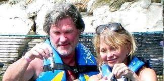 Пожилые Курт Рассел и  Голди Хоун на пляже в Мексике