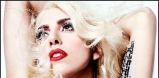 Леди Гага села в инвалидное кресло
