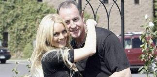 Линдси Лохан подает в суд на отца