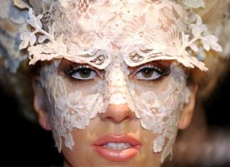 Леди Гага запускает собственную питьевую воду