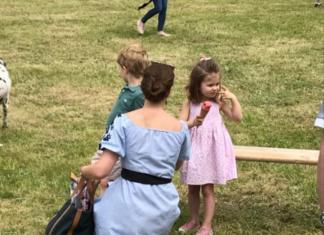 Кейт Миддлтон с детьми заметили на скачках в Норфолке (ФОТО)