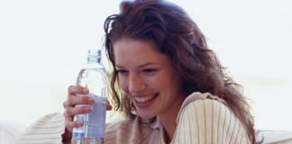 Почему нельзя пить воду из пластиковой бутылки
