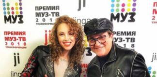 Полина Диброва похвасталась идеальной фигурой в микрошортах