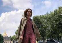 Водянова прогулялась по Парижу в туфлях-пакетах