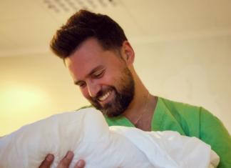Тимур Мирошниченко впервые показал новорожденную дочь (ФОТО)