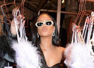В кожаном мини и очках: Рианна на открытии магазина нижнего белья (ГОЛОСОВАНИЕ)