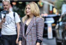 Давно не подросток: Хлоя Морец одевается как сорокалетняя