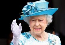Запасная рука? Елизавете II сделали необычный подарок