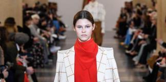 Виктория Бекхэм показала своим моделям, как правильно носить классику