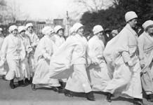 Стиль протеста: как женщины сделали одежду символом солидарности