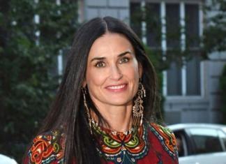 Деми Мур надела платье-вышиванку от украинского дизайнера