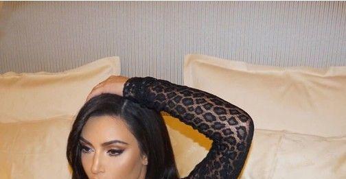 Ким Кардашьян прогулялась по Парижу в прозрачном комбинезоне