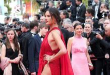 Алессандра Амбросио на красной дорожке сверкнула целлюлитом