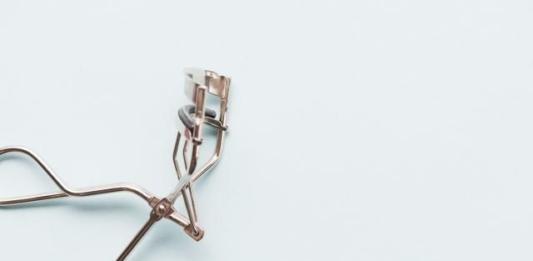 Вредно ли использовать щипцы для завивки ресниц?