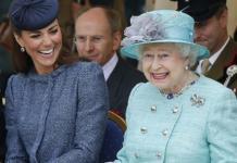 Модные советы и замечания: о чем королева Елизавета II пишет Кейт Миддлтон?