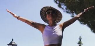 64-летняя Хакамада станцевала с голым животом