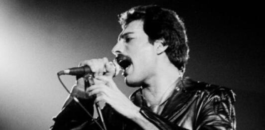 Фредди Меркьюри сегодня исполнилось бы 73 года: ТОП-5 знаковых песен легендарного артиста