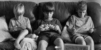 Как мы выглядим без смартфонов: пронзающий фотопроект Эрика Пикерсгилла