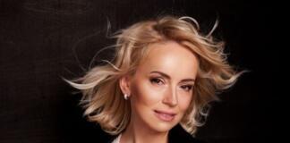 """""""Есть одно средство, которое всегда со мной"""": ведущая Оксана Гутцайт об уходе за собой и процедурах"""