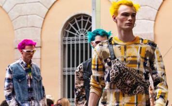 Формат coed: Versace впервые объединят показы мужской и женской коллекций в 2020 году