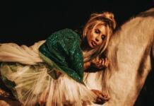 """Современная леди Годива: обнаженная LOBODA на единороге представила mood-видео на песню """"Мира мало"""""""