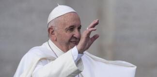 Папа Римский в центре скандала: он ударил вцепившуюся в него женщину, но затем извинился