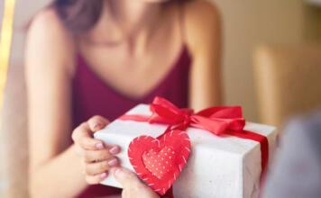 Что подарить девушке на День Влюбленных?